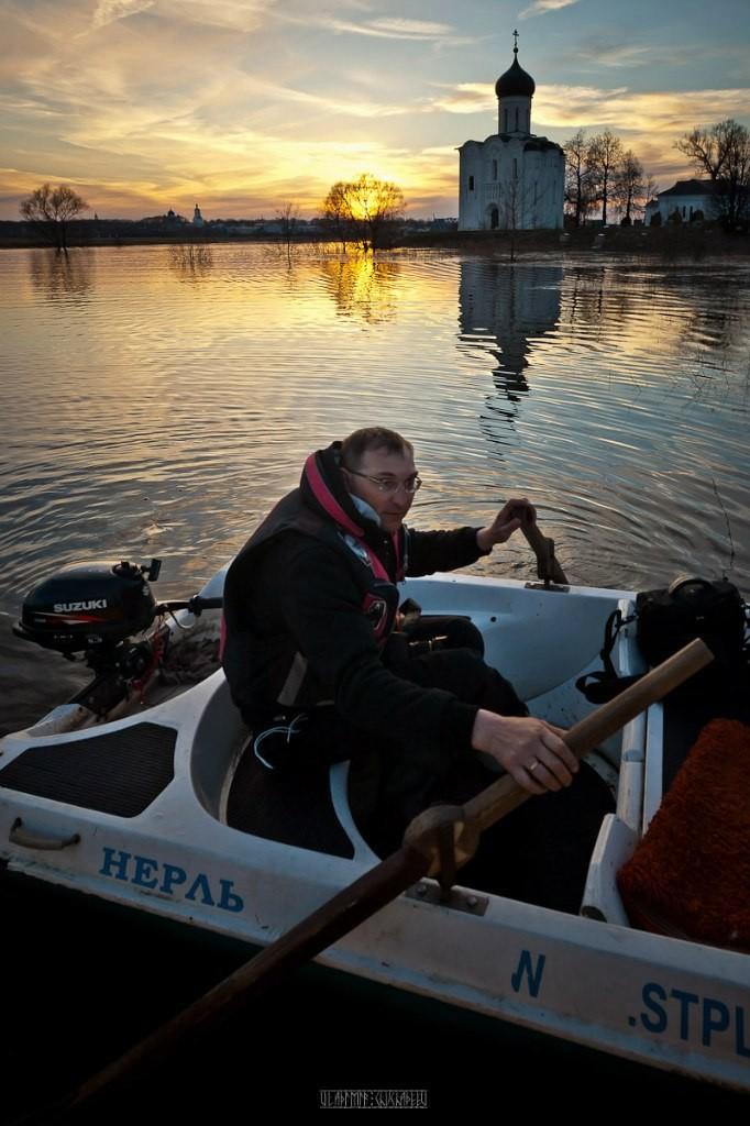 На лодке к чудесному храму с Владимиром Чучадеевым 09