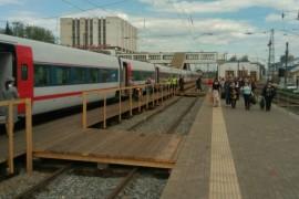 Прибытие «Стрижа» на деревянную платформу во Владимире