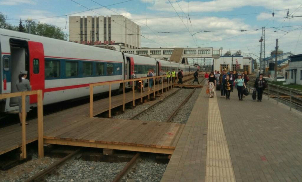 Прибытие Стрижа на деревянную платформу во Владимире