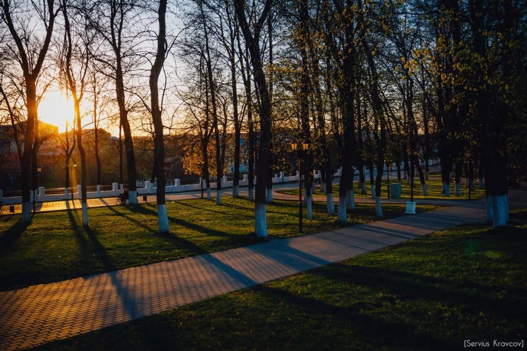 Расцветающий парк Пушкина в лучах апрельского заката 07
