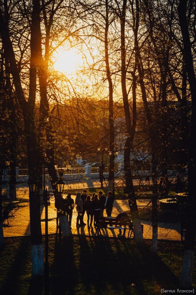 Расцветающий парк Пушкина в лучах апрельского заката 08