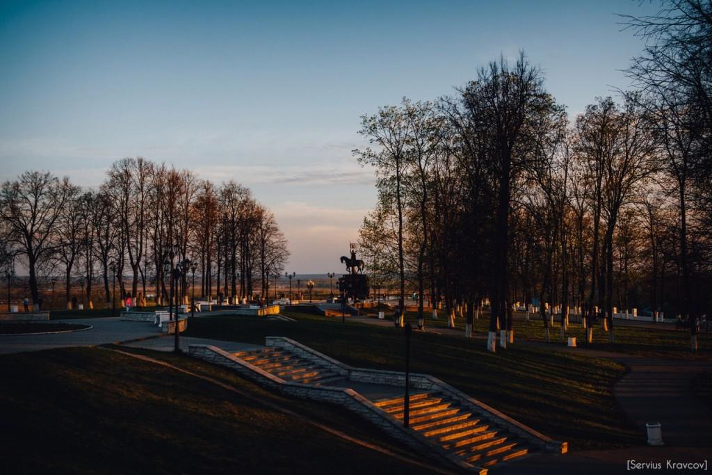 Расцветающий парк Пушкина в лучах апрельского заката 09