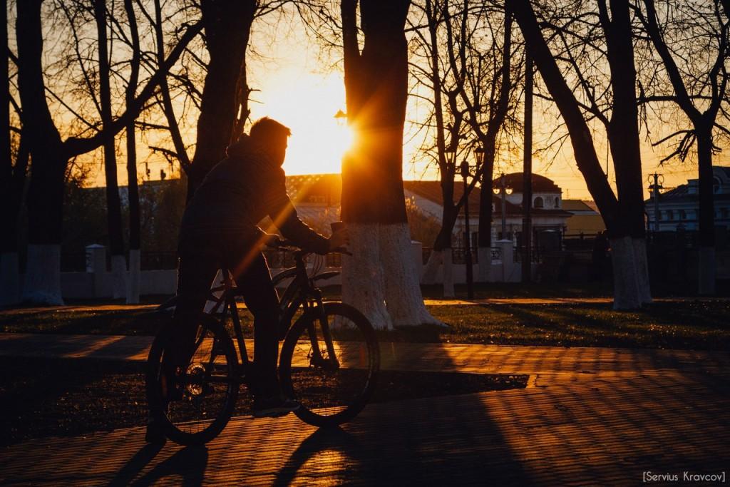 Расцветающий парк Пушкина в лучах апрельского заката 10