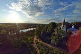 Церковь Успения Пресвятой Богородицы в Любце с высоты