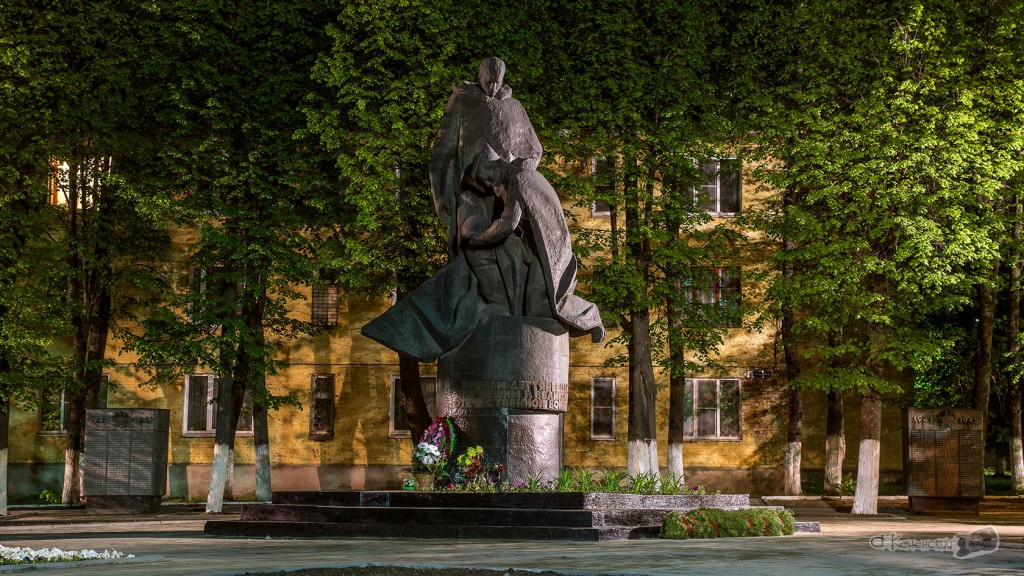 памятник погибшим Дегтяревцам
