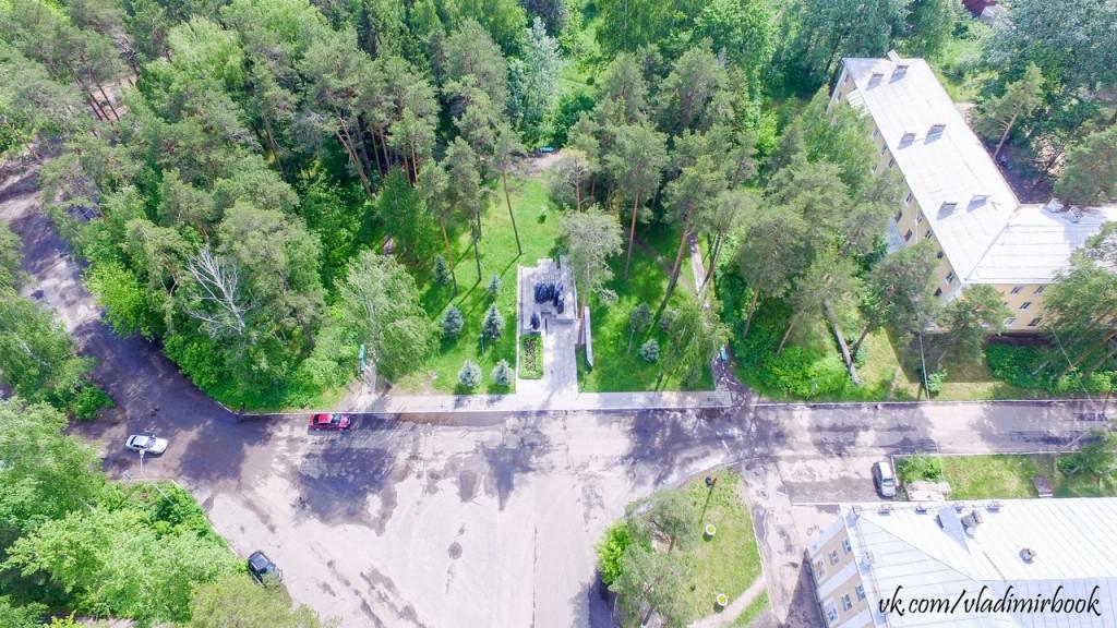 Вербовский, вид с высоты на Памятник вербовчанам, павшим в боях за Родину в 1941-1945 гг.