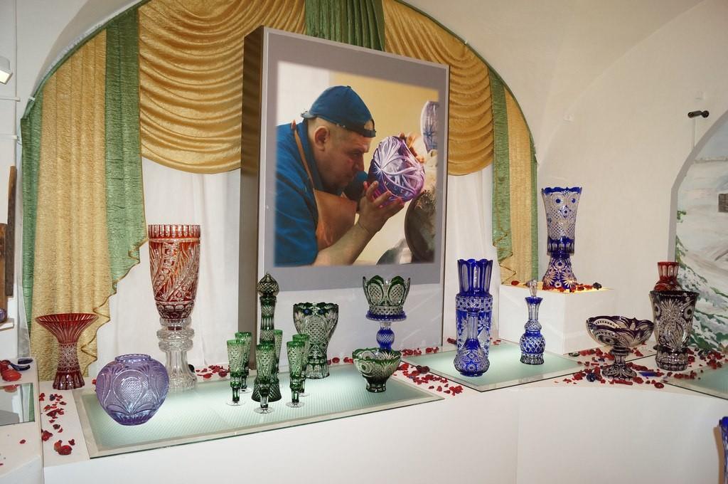 В Гусь-Хрустальном откроется выставка «Истории хрустальный перезвон» 04