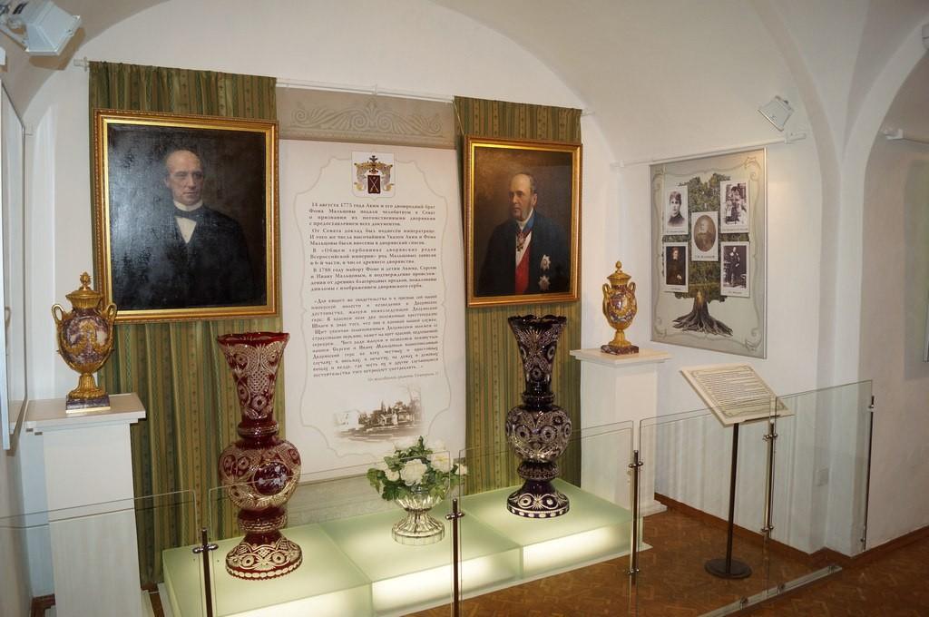 В Гусь-Хрустальном откроется выставка «Истории хрустальный перезвон» 05