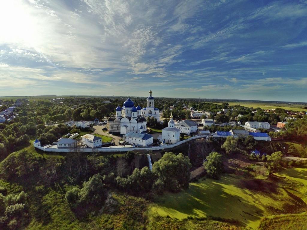 Летний Свято-Боголюбский монастырь с высоты