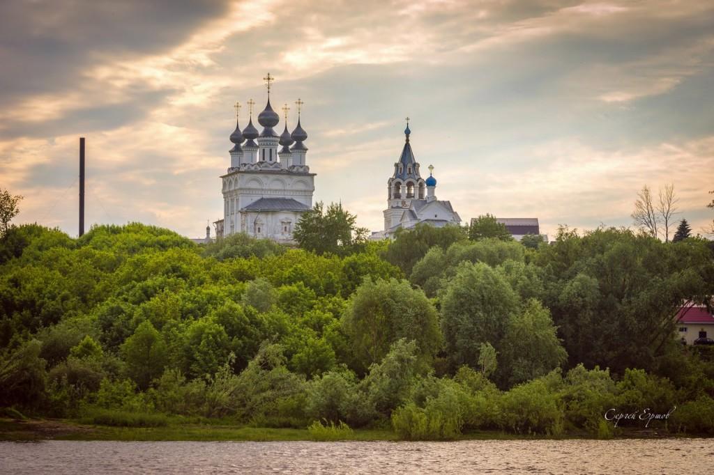 Муром. Воскресенский монастырь (На закате вид с Оки)