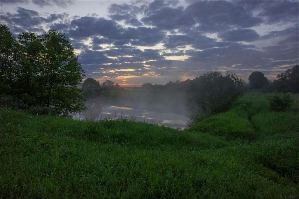 На рассвете у небольшого озерца Блюдце