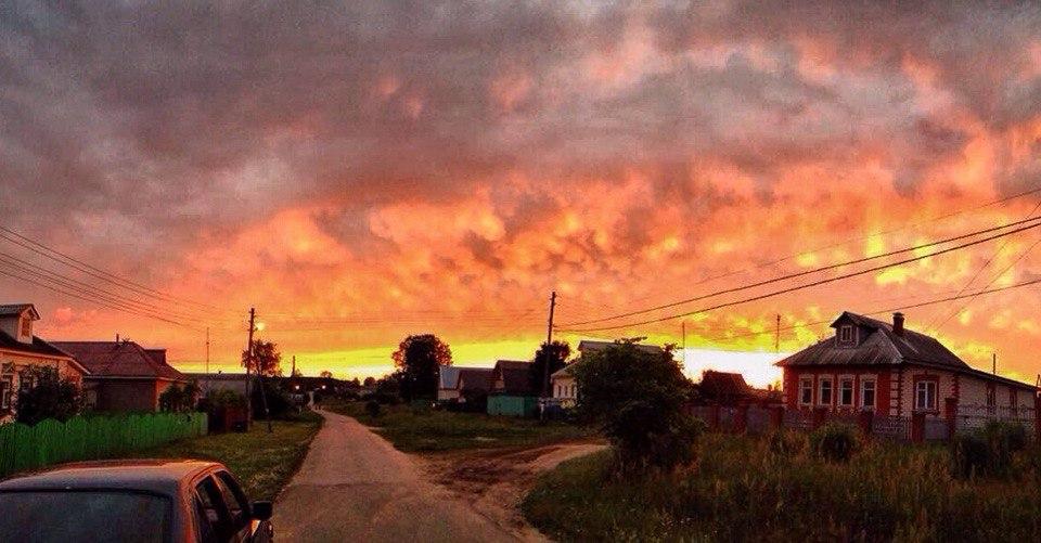 Последние лучи заката в деревне Илькино Киржачского района