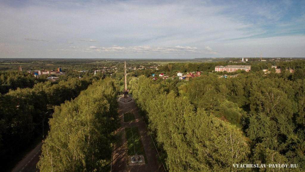Стела в Вязниках с высоты (июнь 2016)