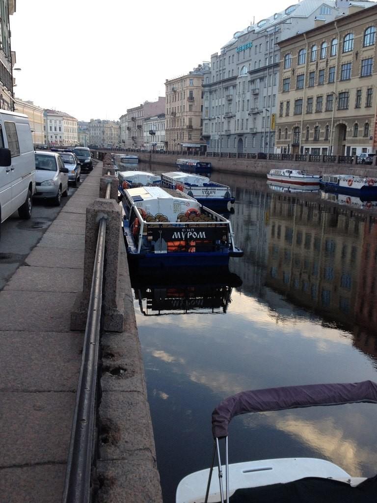 Кораблик Муром плавает по Неве 02