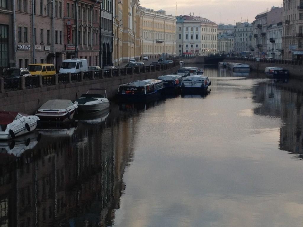 Кораблик Муром плавает по Неве 03