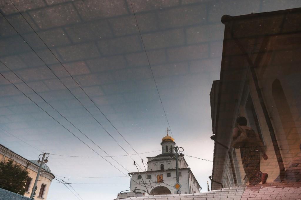 Владимир в лужах 02