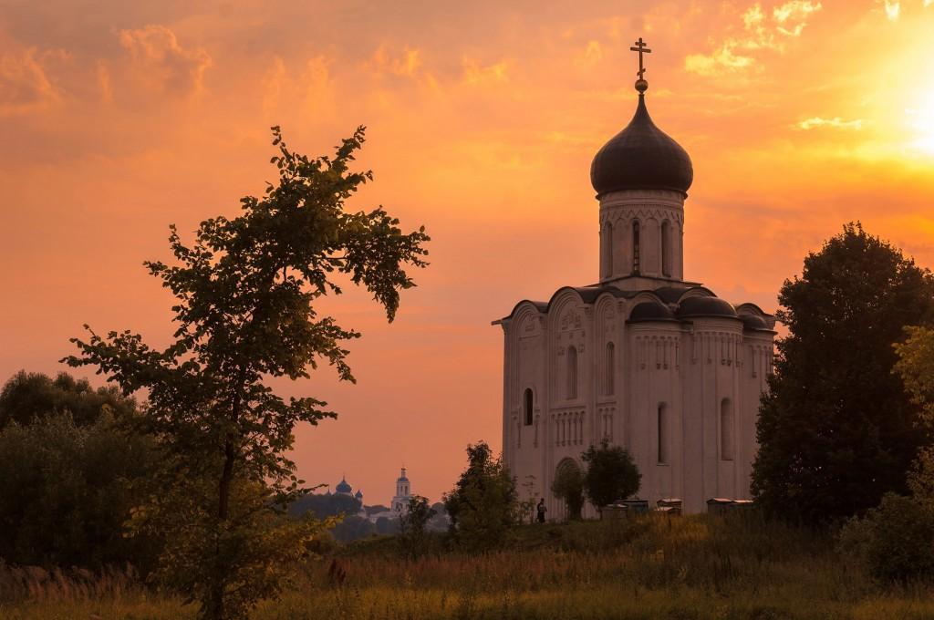 Летний закат Покрова-на-Нерли 01