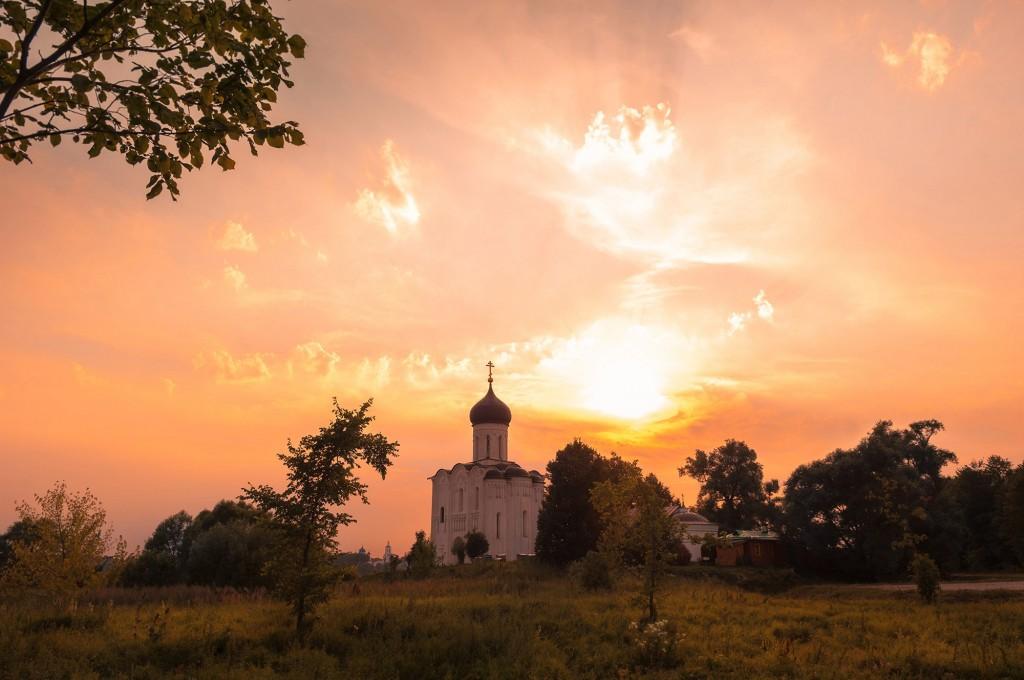 Летний закат Покрова-на-Нерли 02