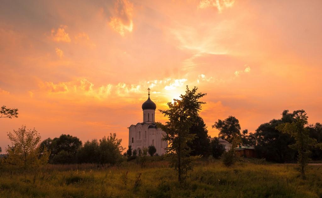 Летний закат Покрова-на-Нерли 03
