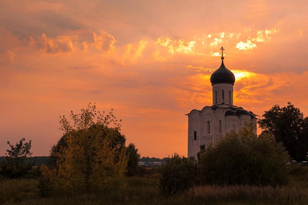 Летний закат Покрова-на-Нерли 04