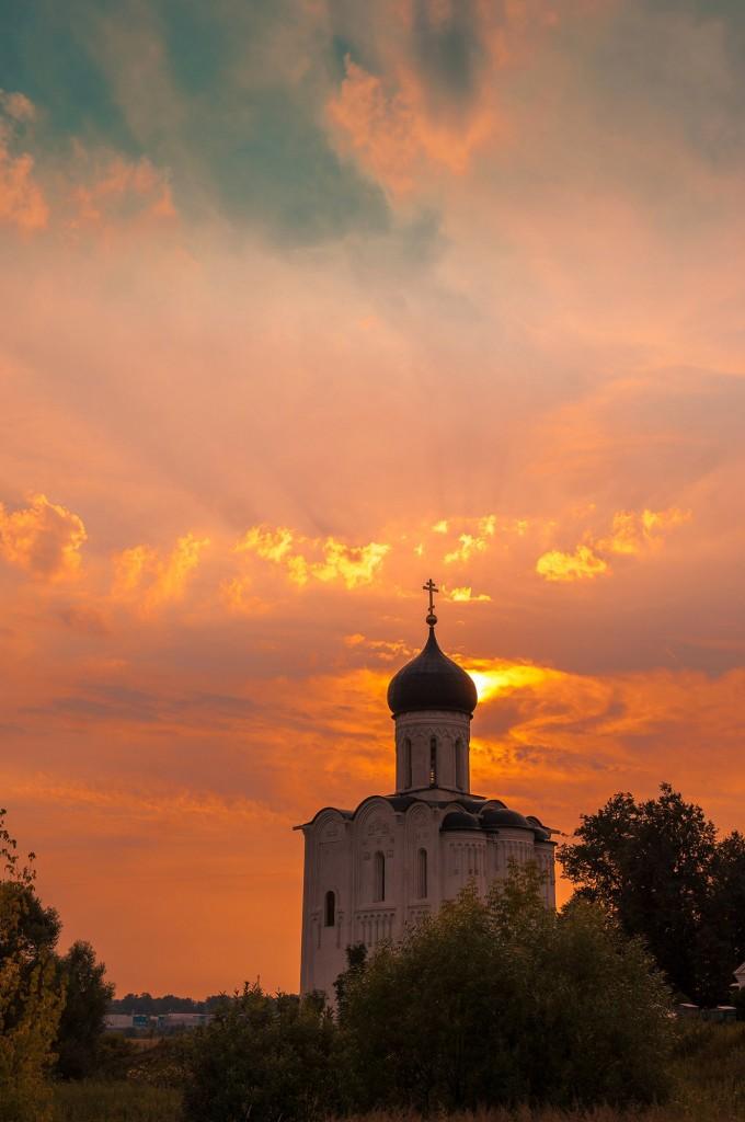 Летний закат Покрова-на-Нерли 05