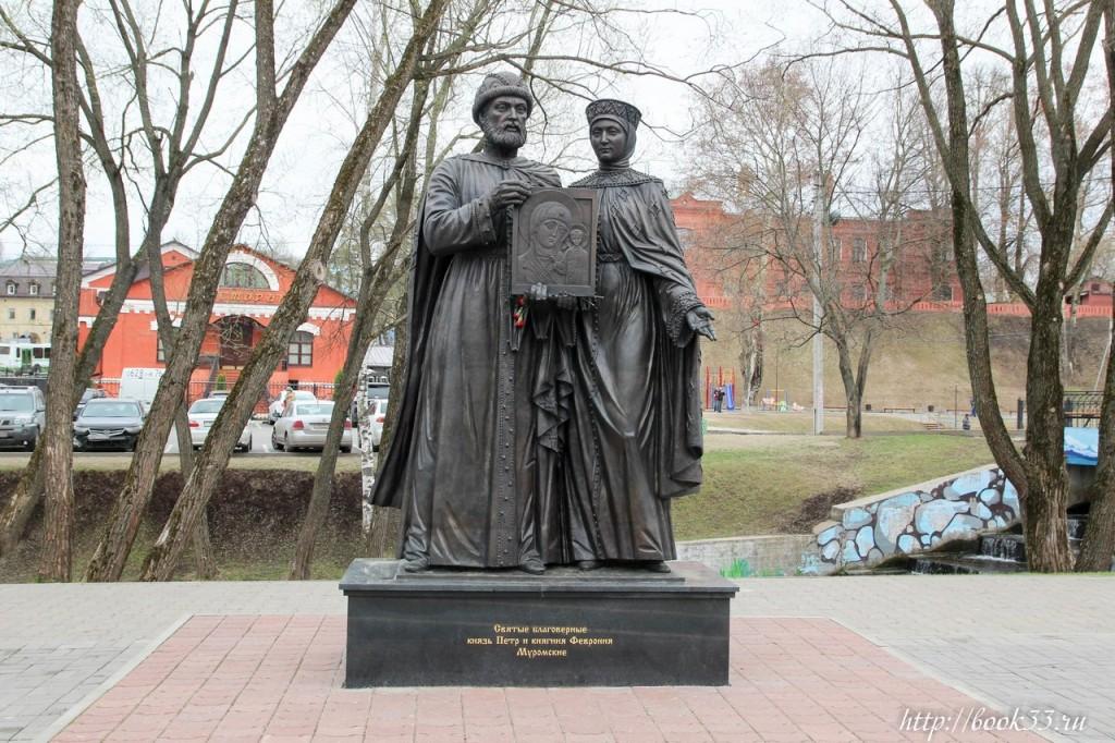Памятник Петру и Февронии Муромским в Сергиев Посаде 02