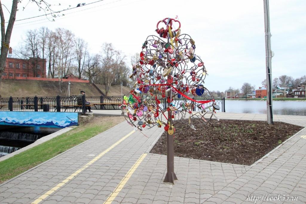 Памятник Петру и Февронии Муромским в Сергиев Посаде 03