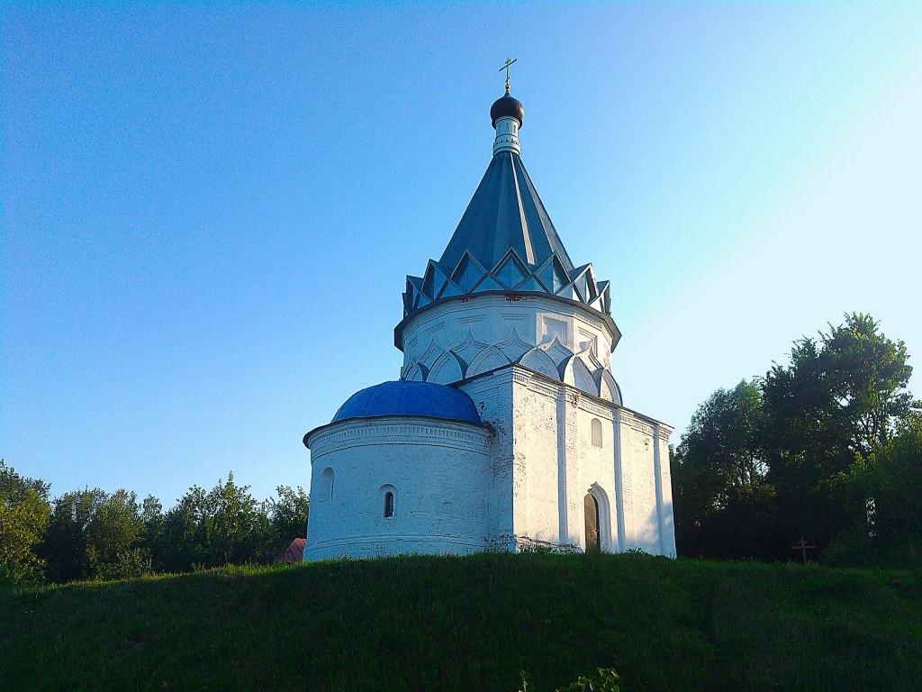 Церковь Космы и Дамиана (Козьмодемьянская) в Муроме на берегу Оки