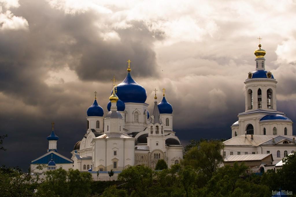 Боголюбовский монастырь перед грозой