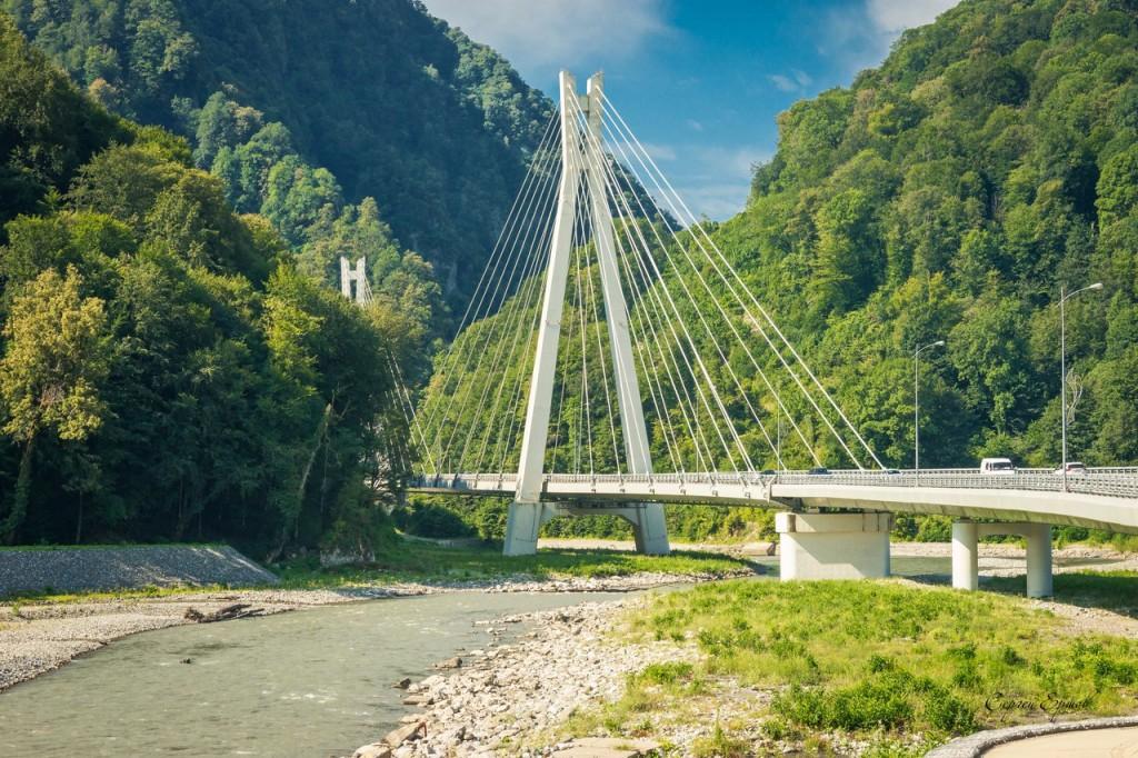 Уменьшенная копия Муромского моста. Дорога на Роза Хутор