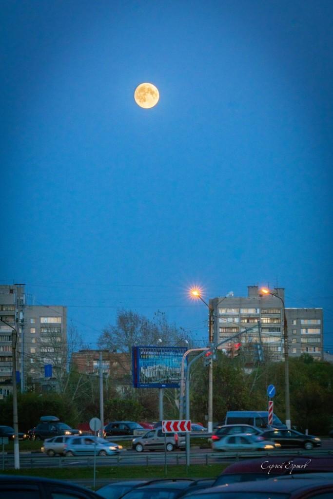 В суперлуние 16 октября 2016 года лунный диск будет находиться очень близко от Земли
