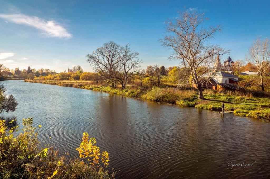 Осенний Суздаль. Солнцем залитые берега Каменки
