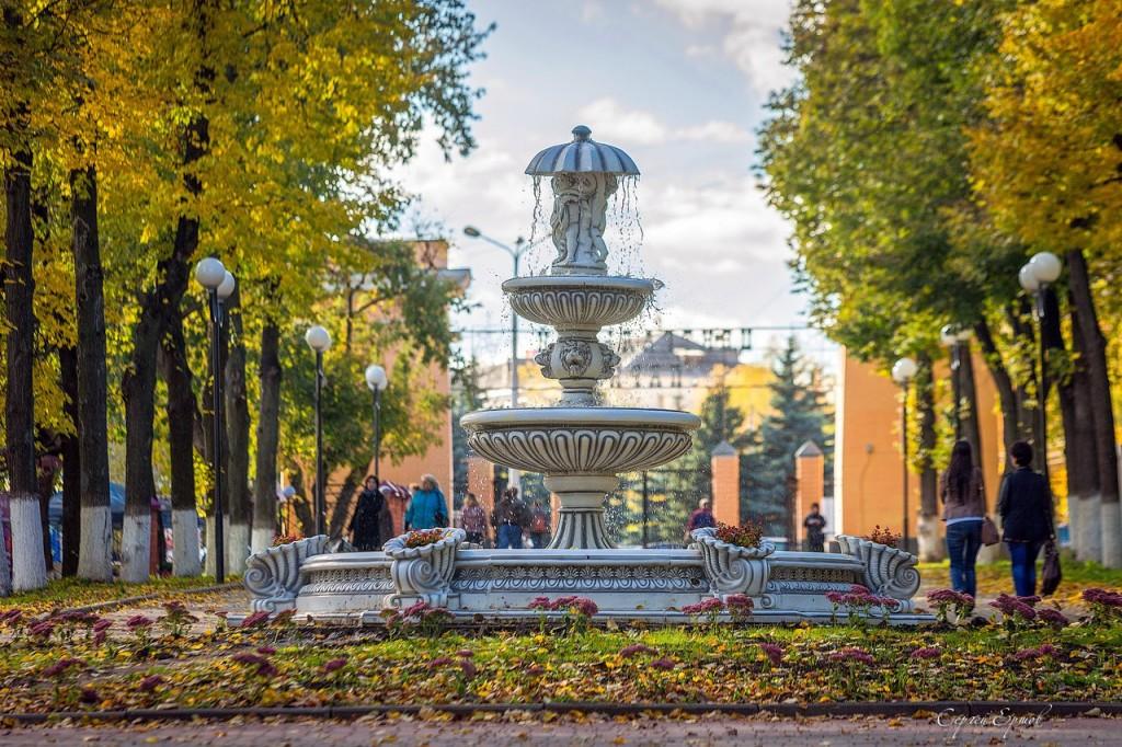 Фонтан в городском парке Владимира