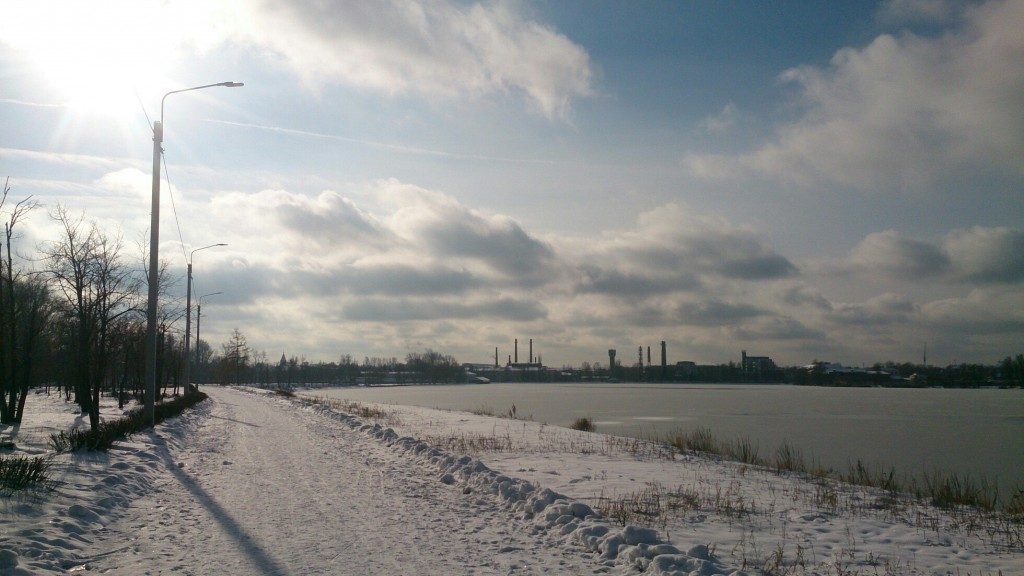Вид на зимний Гусь-Хрустальный с набережной