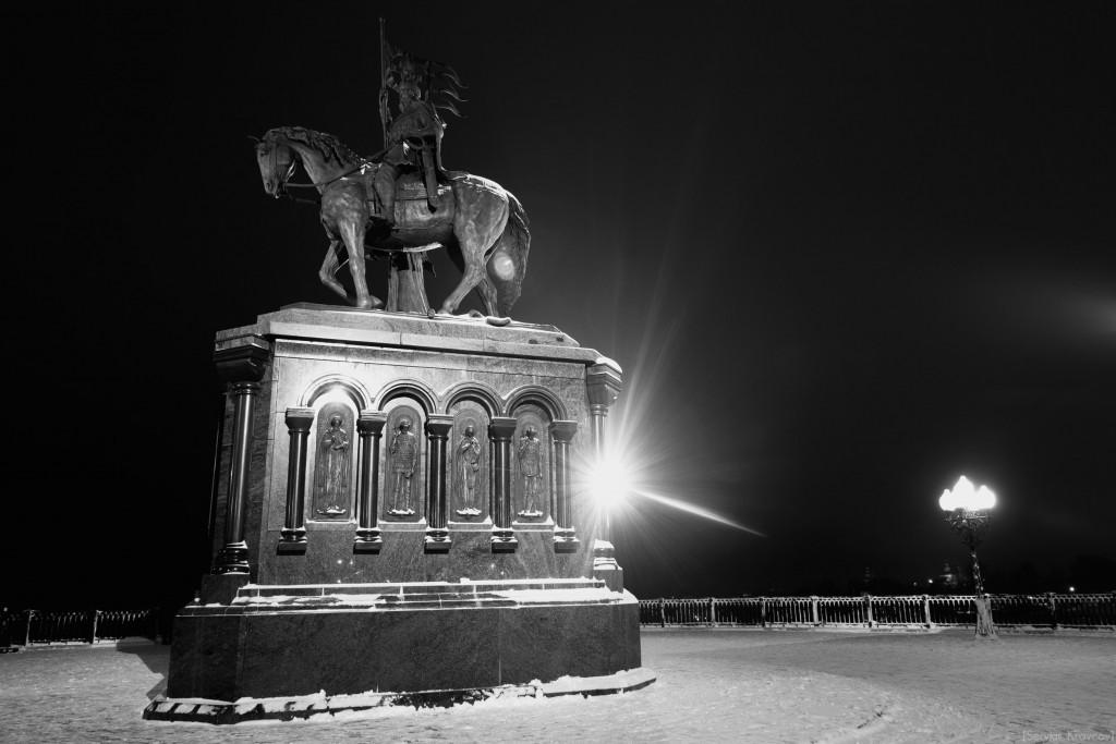 Владимир. Ночь темна и полна света фонарей 02