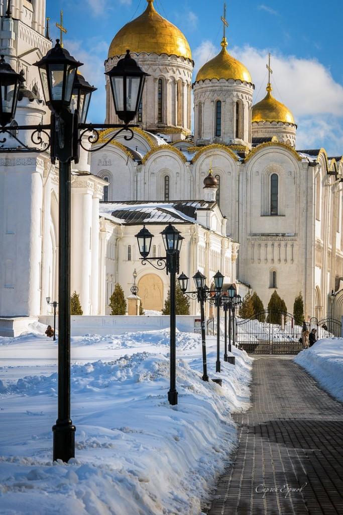 Купола Успенского собора словно былинные богатыри