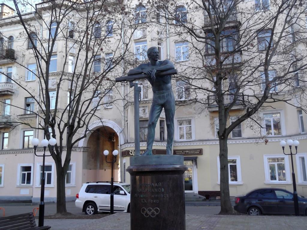 Николай Андрианов - лучший гимнаст XX века (памятник во Владимире) 01