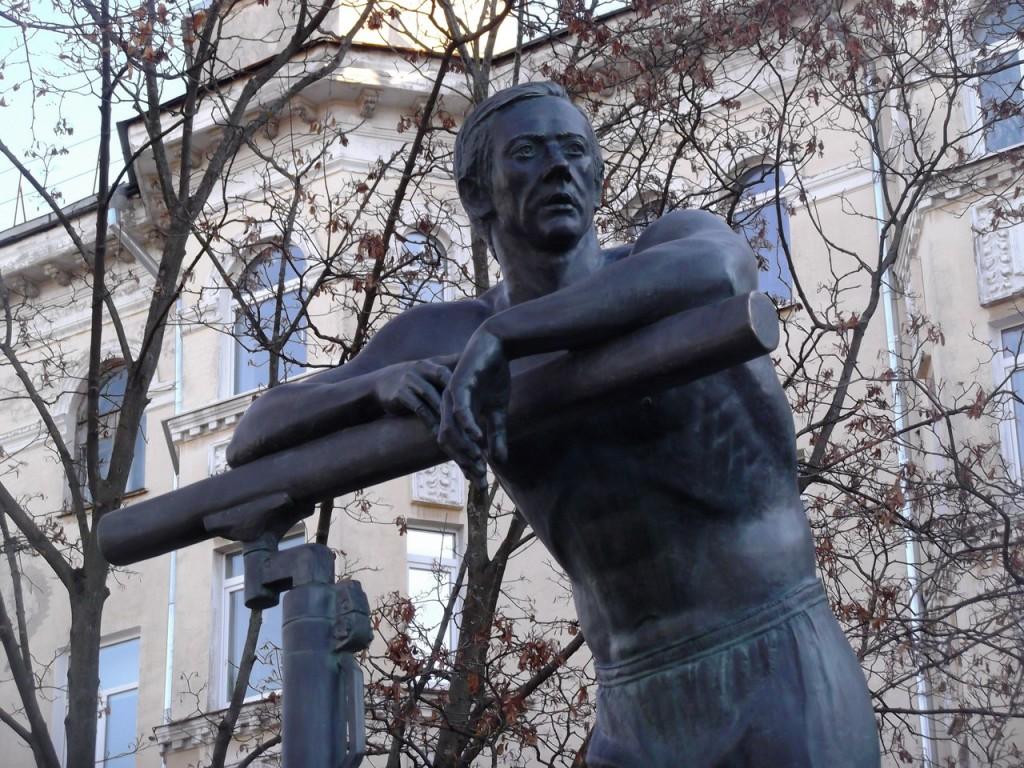 Николай Андрианов - лучший гимнаст XX века (памятник во Владимире) 03
