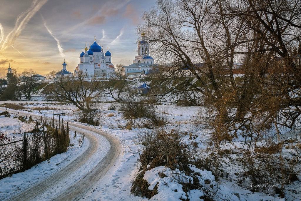 Свято-Боголюбский женский монастырь на закате