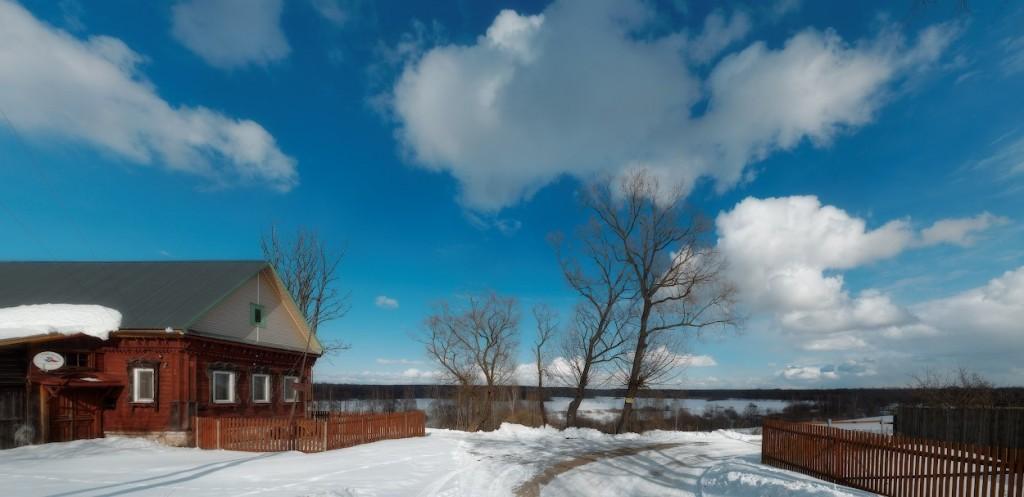 Снег в селе Лунево