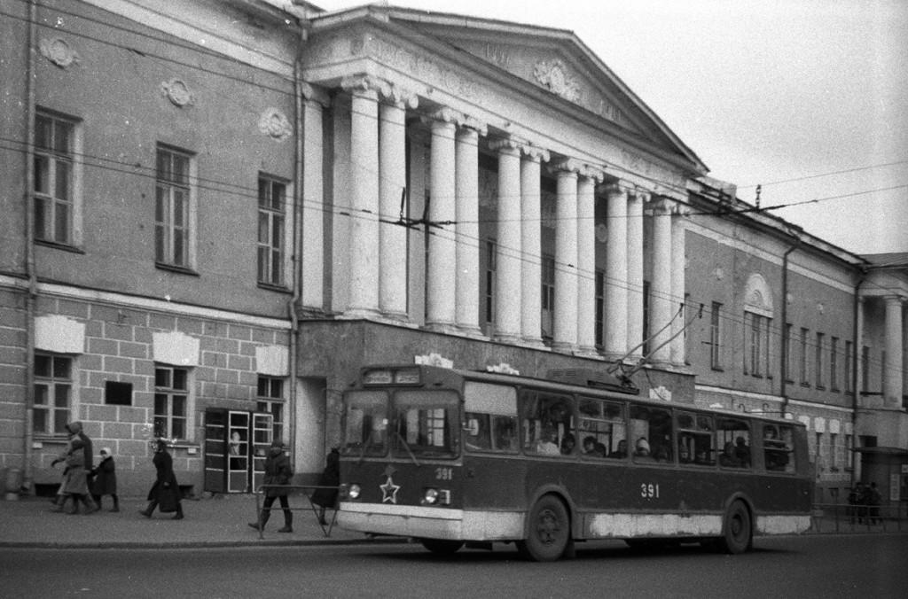 Фото старых троллейбусов города Владимира 145