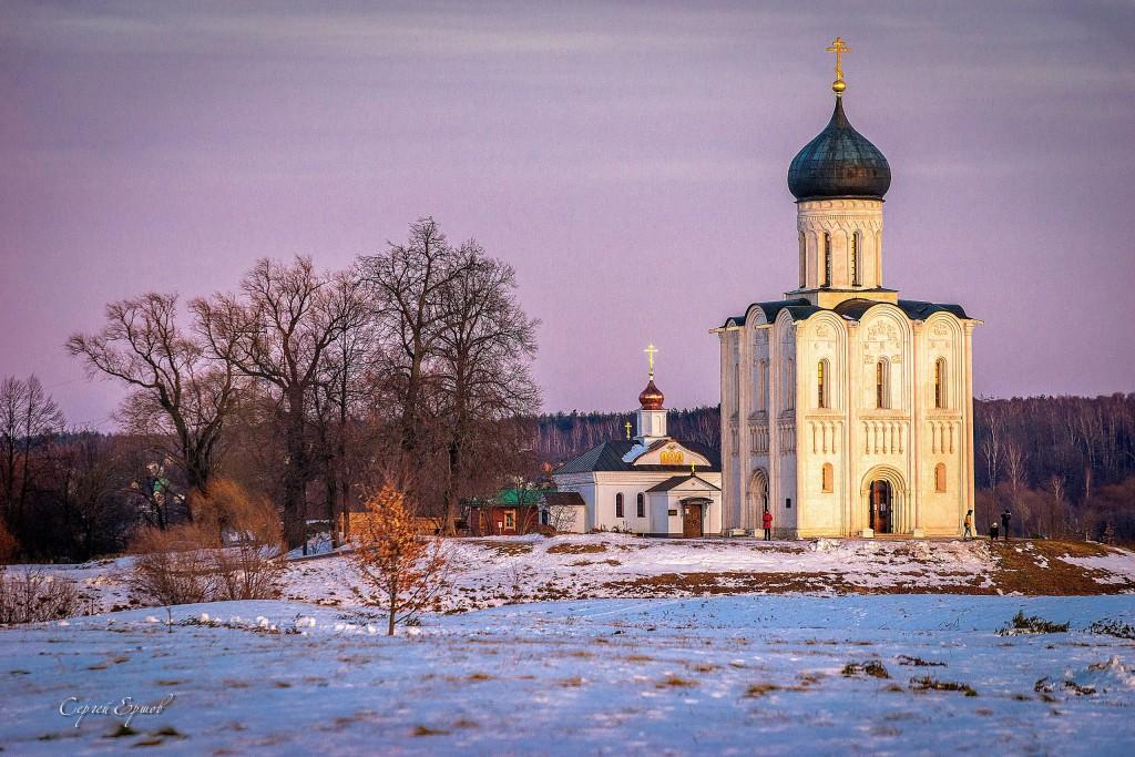 Церковь Покрова на Нерли на закате дня