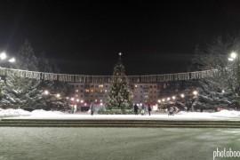 Красивая ёлка на площади Прокуророва в Муроме
