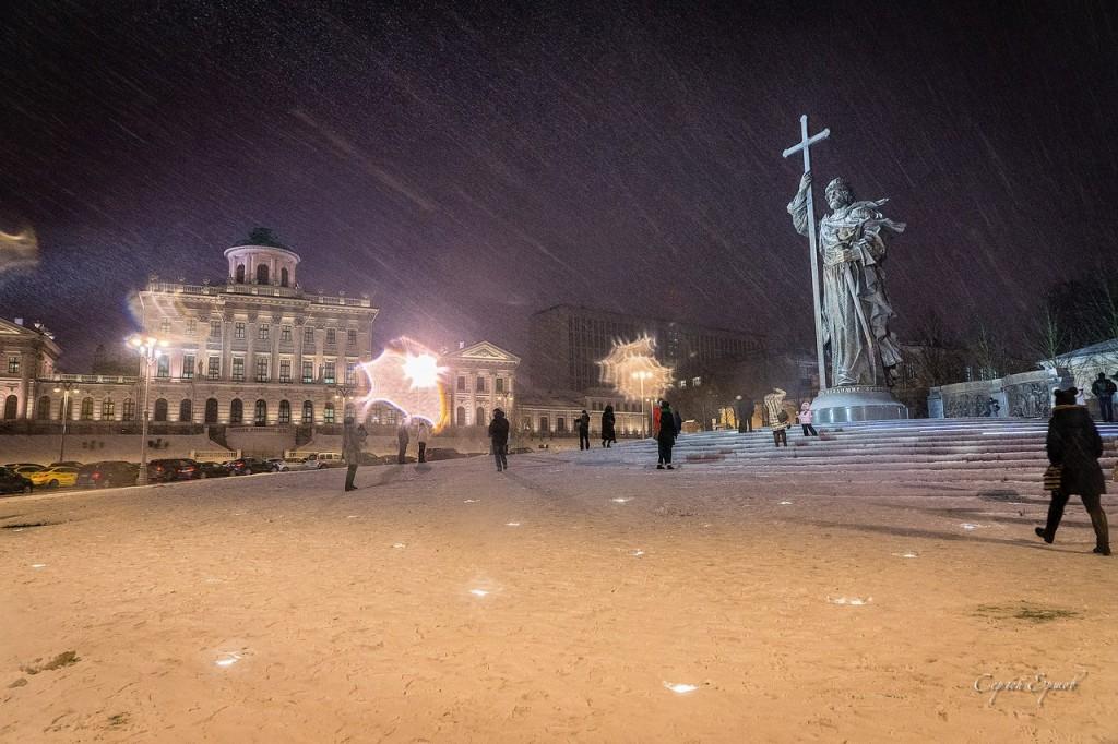 Зима в Москве. Князь Владимир на Манежной площади
