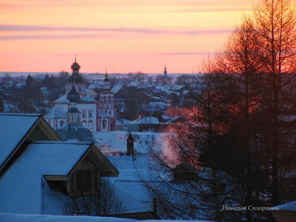 Зимний закат в Суздале
