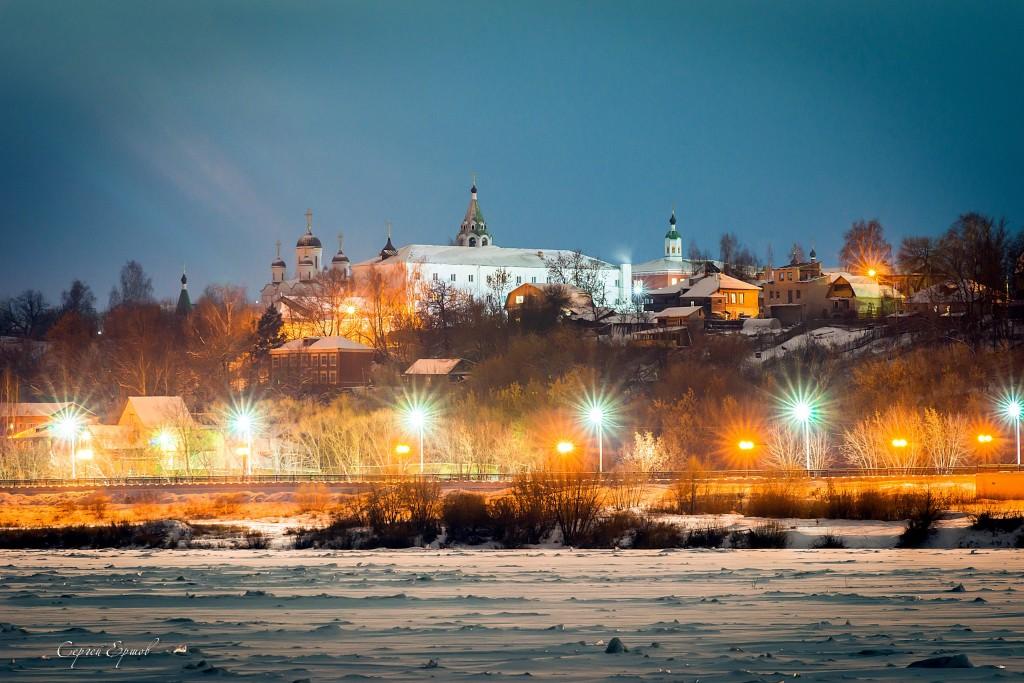 Ночной Муром. Вид с Оки на Спасский монастырь