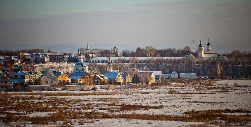 Покрытый снегом город Суздаль 01