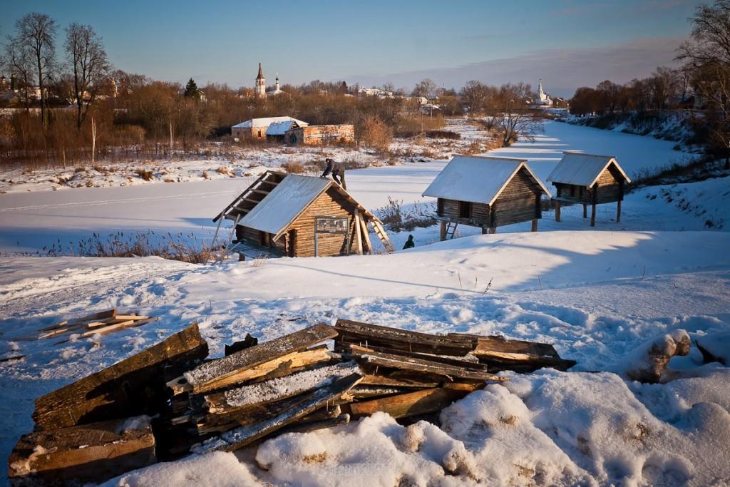 Покрытый снегом город Суздаль 03