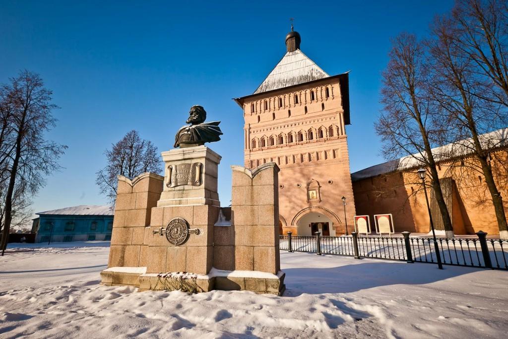 Покрытый снегом город Суздаль 04