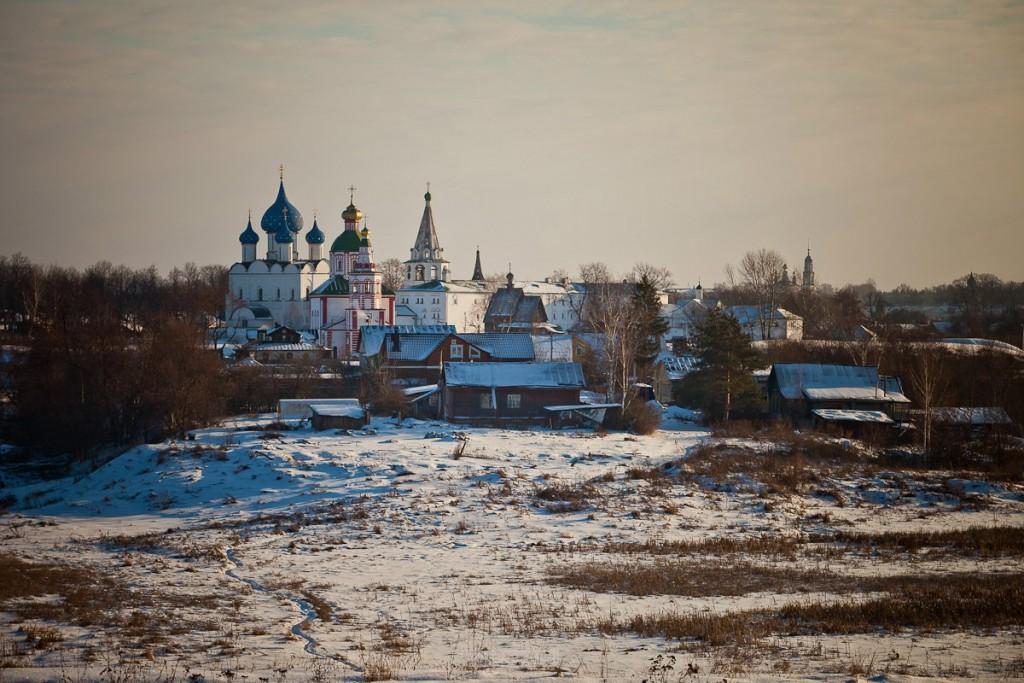 Покрытый снегом город Суздаль 06